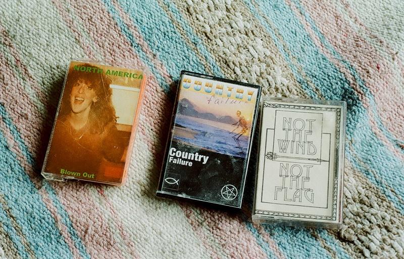 Weird_Canada-Favourite_Cassettes